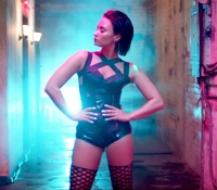 1440018024_demi-lovato-cool-for-the-summer-zoom