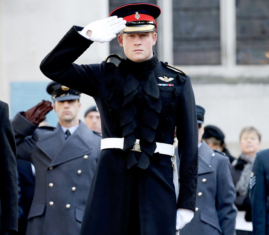 1442246901_prince-harry-uniform-salute-zoom