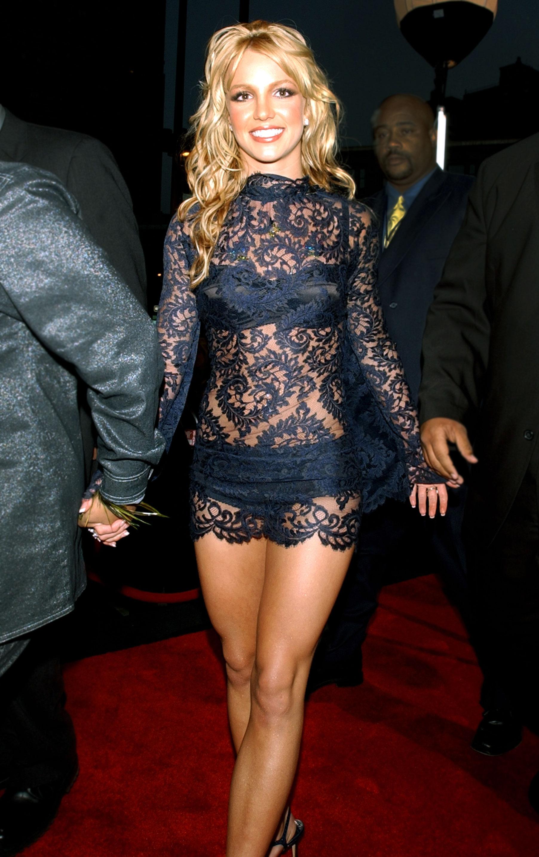 Britney Spears 2001 Vma Outfit Kim Kardashian Phenomenal Star
