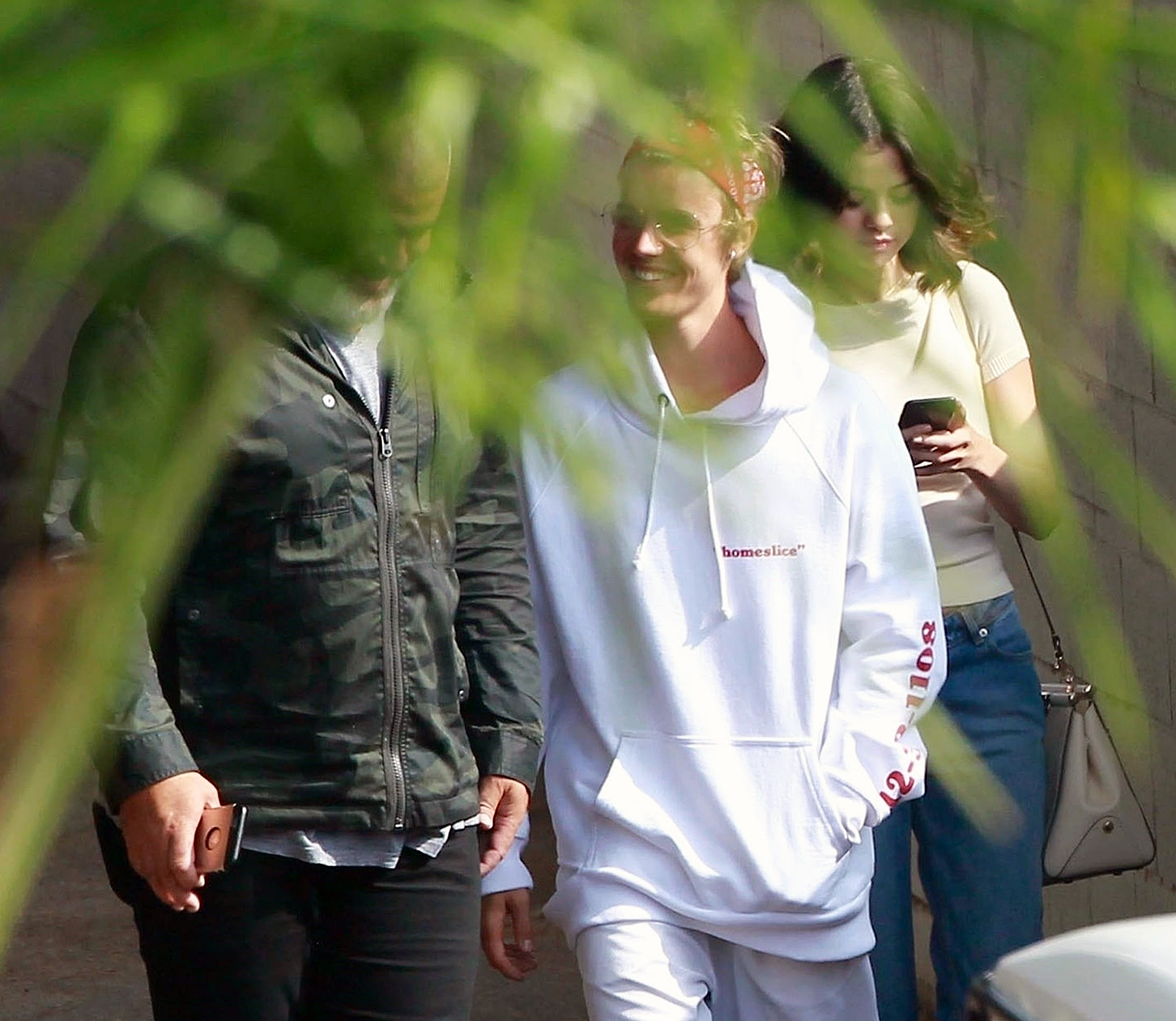 Resultado de imagen para Selena Gomez and Justin Bieber hang out after 'making peace' following her kidney transplant...
