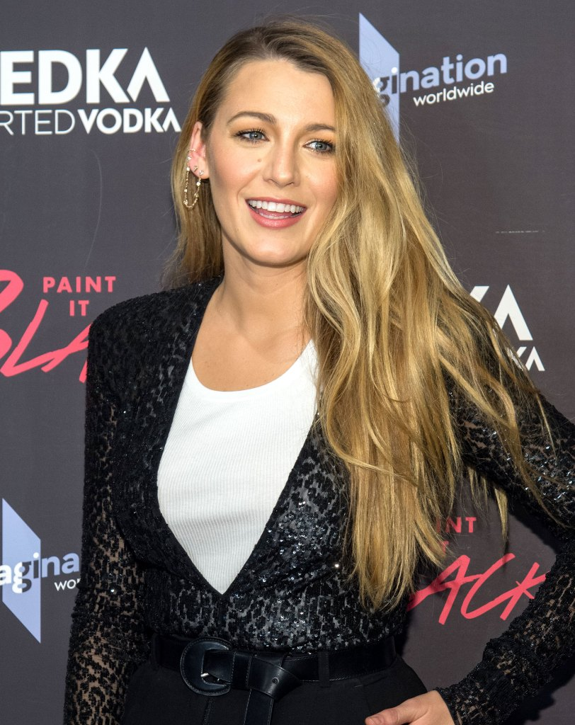 Blake Lively Is Totally Unrecognizable With Short Hair On The Set Of