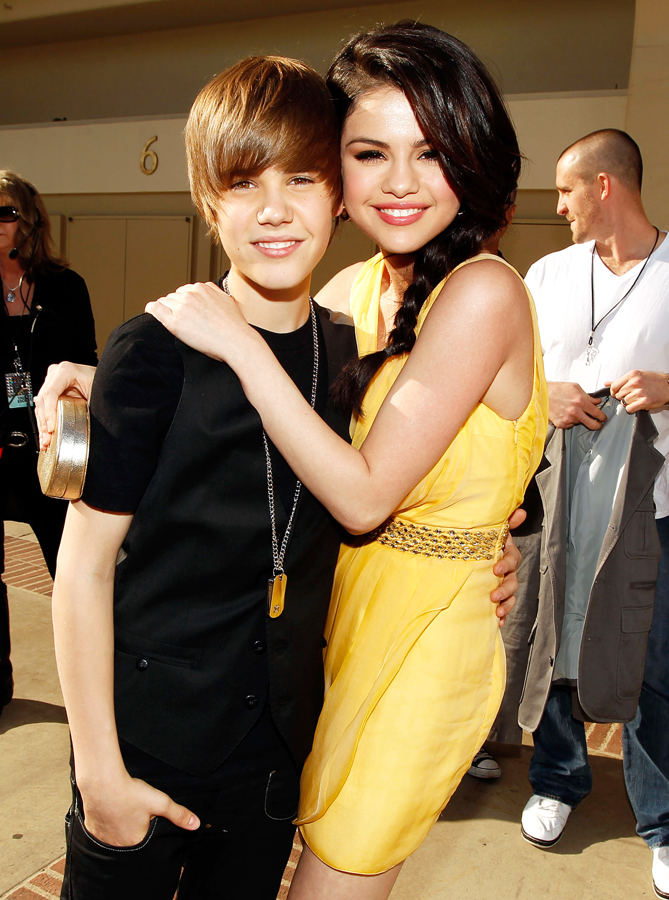 Who Is Justin Bieber Dating Now In 2018