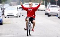 selena-gomez-justin-bieber-biking