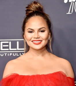 Chrissy-Teigen-airline-apology
