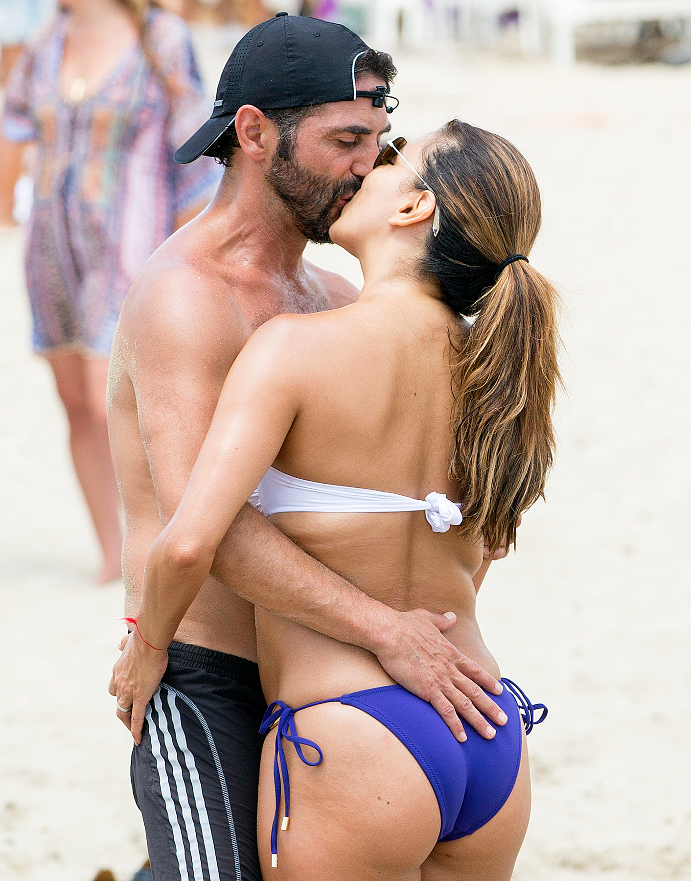 Jose Baston and Eva Longoria kissing