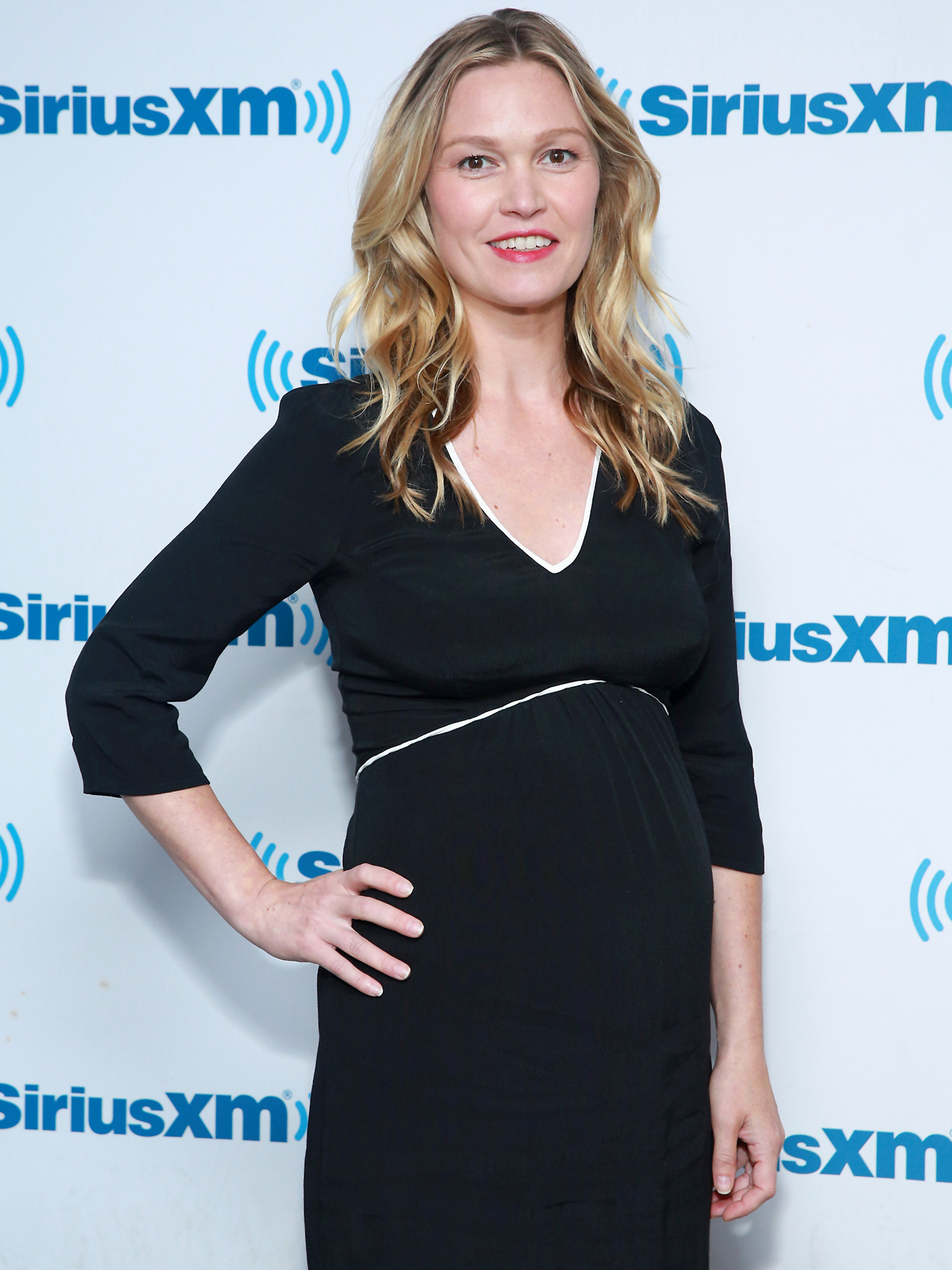 Julia Stiles Hits Back At Mom Shamers Who Criticized Her