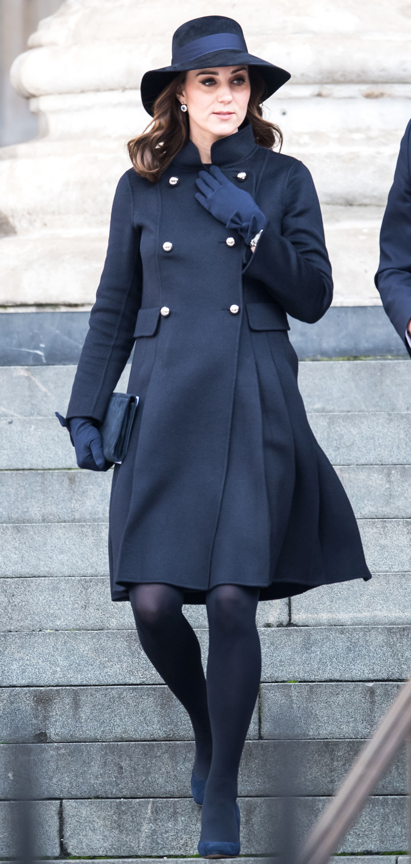 Kate middleton maternity style third pregnancy pics sleek and understated ombrellifo Gallery