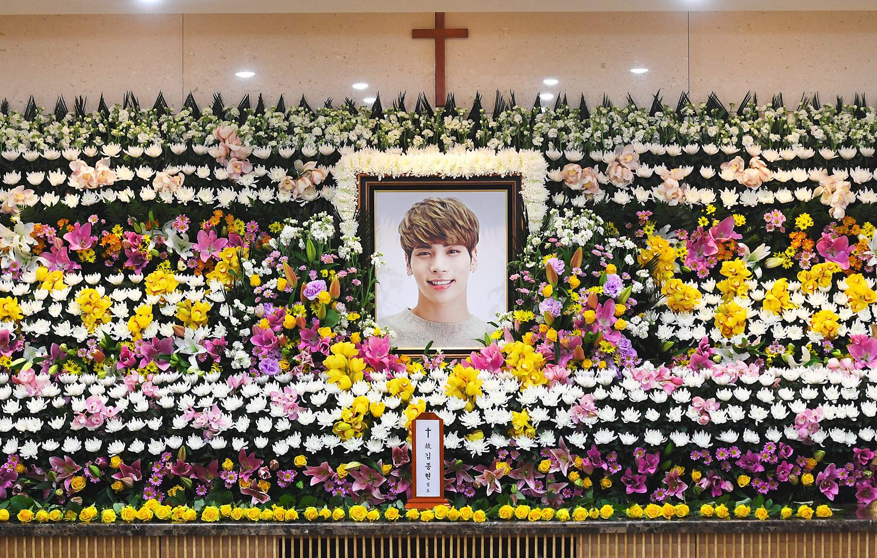 Resultado de imagen para kim jong hyun funeral