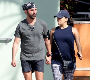 Pregnant Eva Longoria takes a walk with her husband Jose Baston on Christmas Day in Miami Beach, Florida on December 25, 2017.