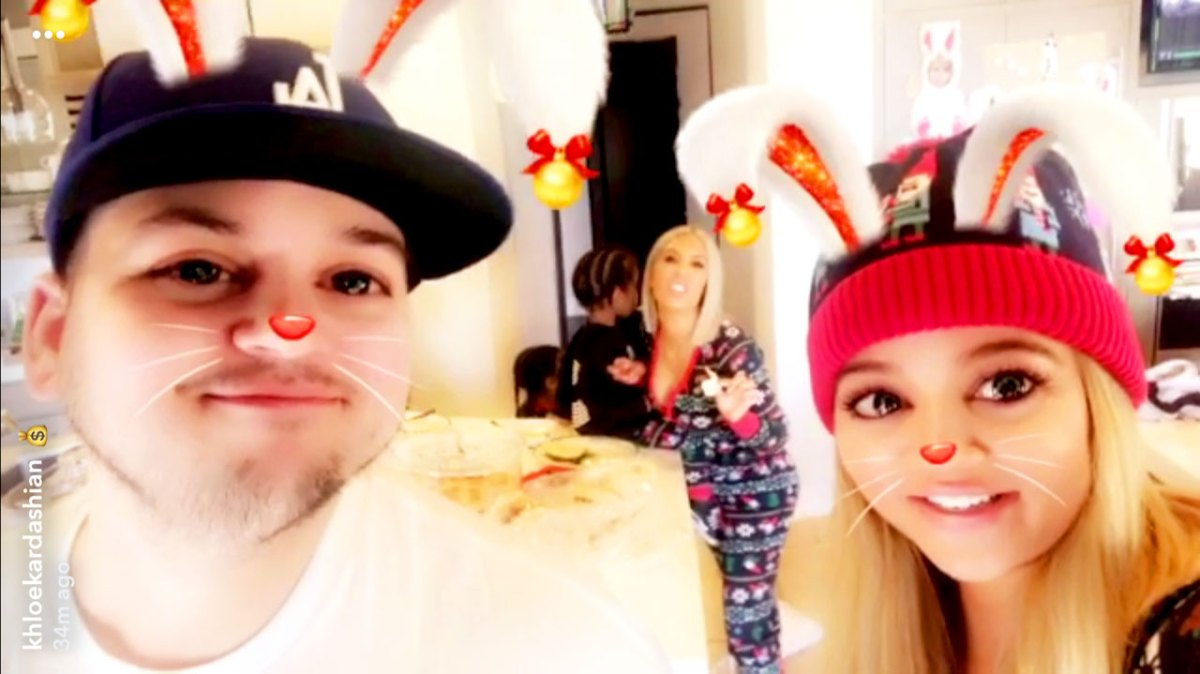 Pregnant Kylie Jenner, Rob Kardashian Celebrate Christmas With Family