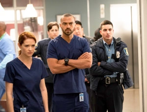 Sara Drew, Jesse Williams and Santiago Segura in 'Grey's Anatomy'