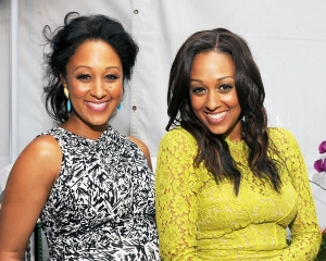 Tamera Mowry and Tia Mowry attend Teen Choice at Gibson Amphitheatre in Universal City, California.