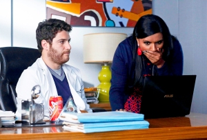 Adam Pally as Peter and Mindy Kaling as Mindy Lahiri in 'Mindy Project'