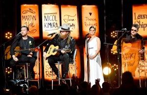 T. J. Osborne y John Osborne de el grupo musical los Hermanos Osborne, Maren Morris y Eric Church realizar en el escenario durante el 60º Anual de los Premios Grammy en el Madison Square Garden el 28 de enero de 2018 en la Ciudad de Nueva York.