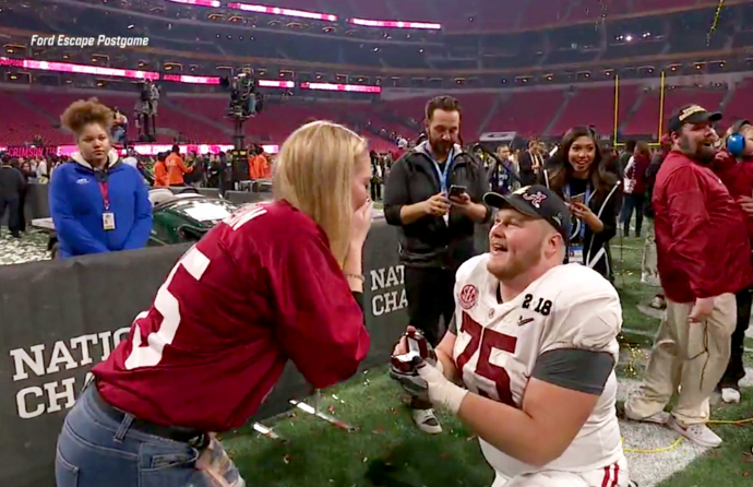 Alabama lineman celebrates national title with epic postgame proposal