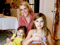 Cricket-Pearl-Silverstein,-Busy-Philipps,-and-Birdie-Leigh-Silverstein