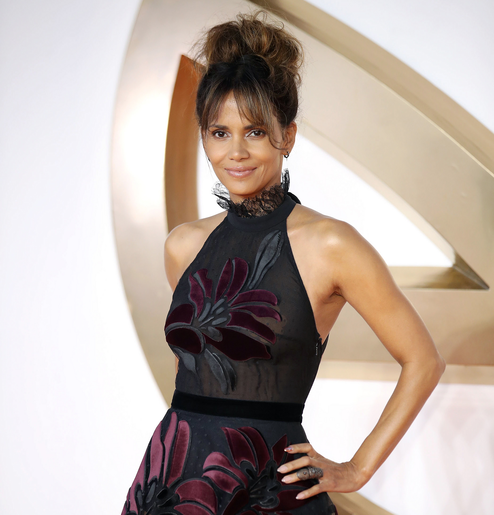 Halle Berry Bids 2017 Farewell With Her Middle Finger