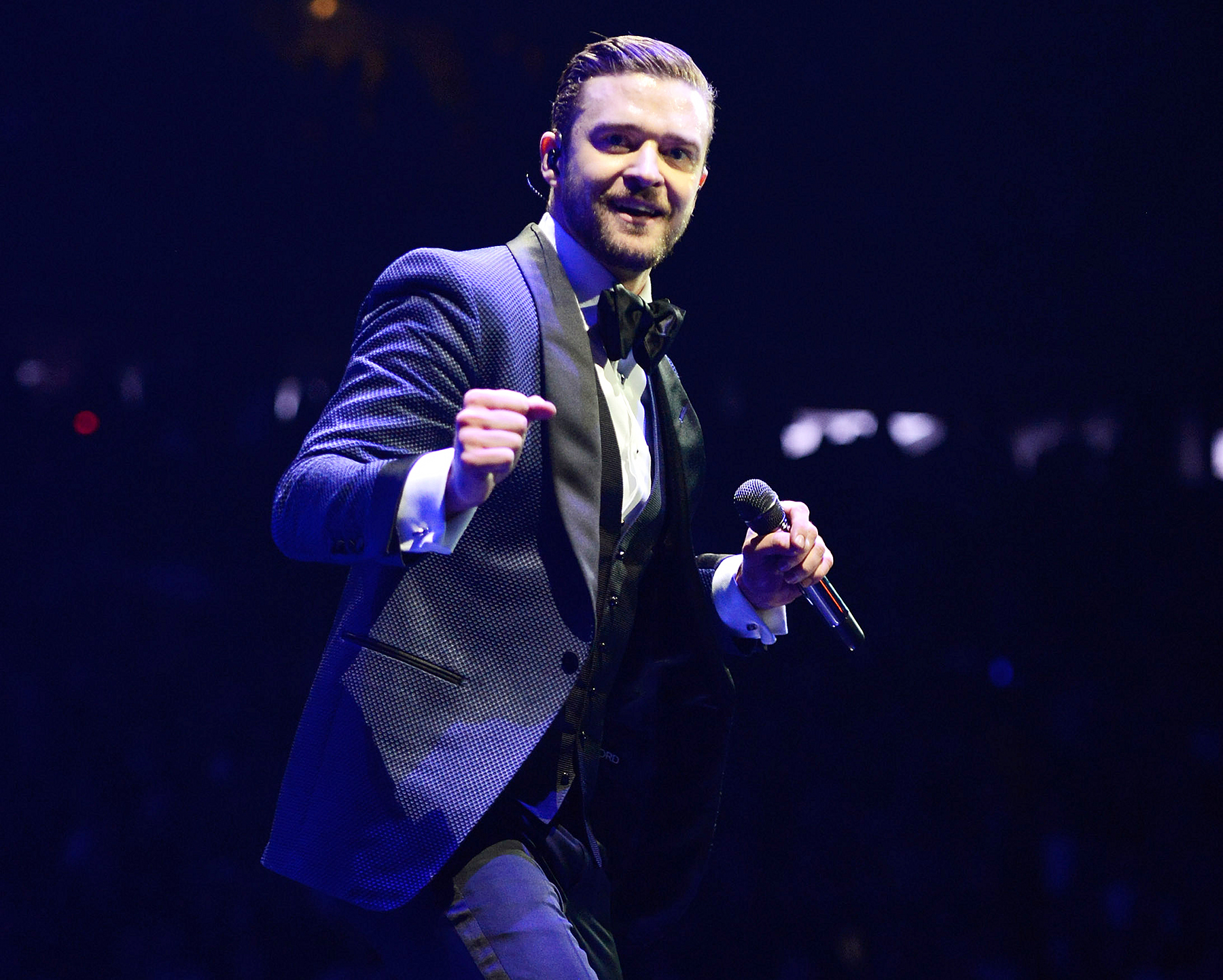 single men in timberlake Justin timberlake and jessica biel are the latest a-listers to pop up across the pond inside the all england lawn tennis and  the two attend the men's singles final article continues below .
