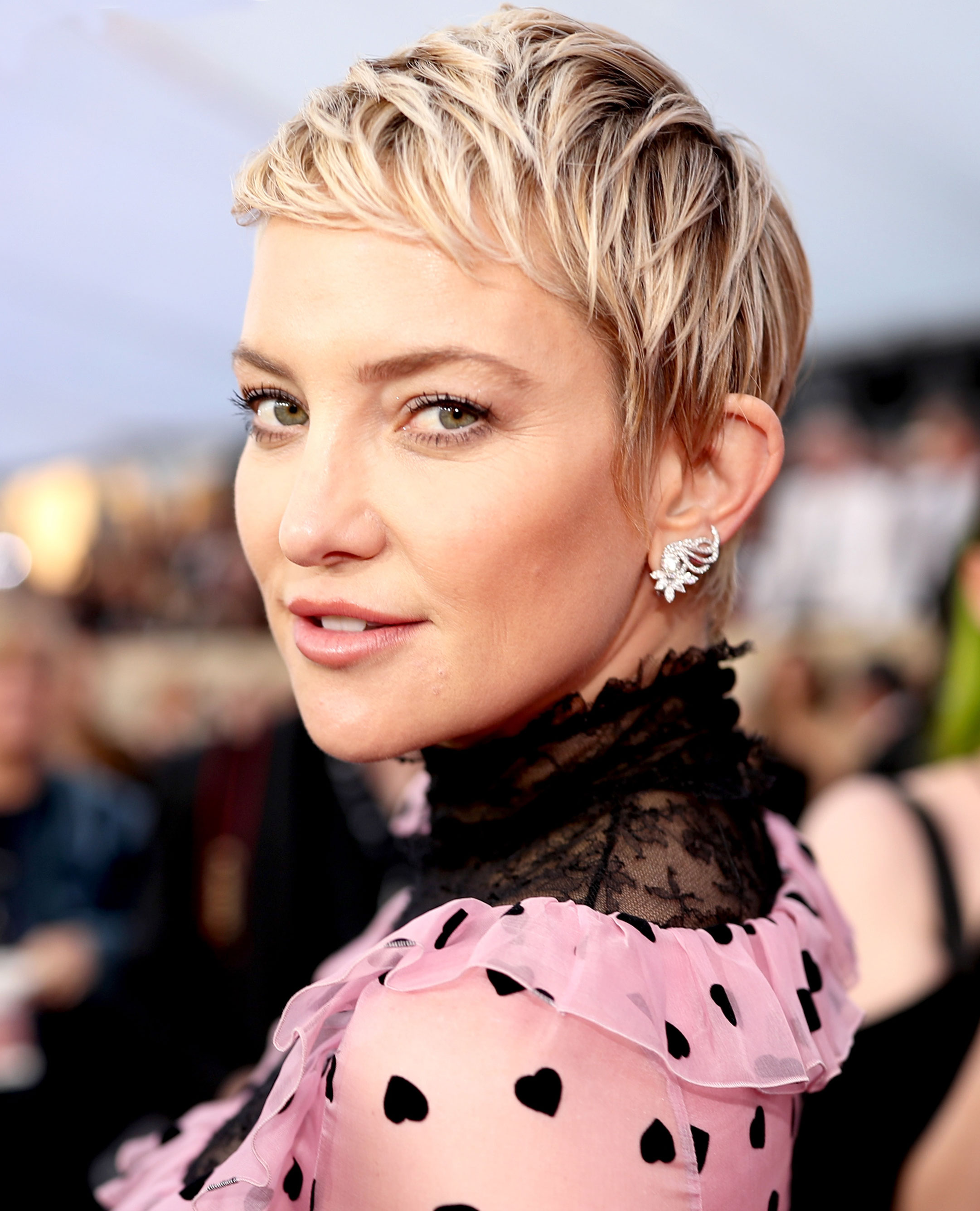 Kate Hudsons Hair Evolution From Shaved Head To Pixie Pics