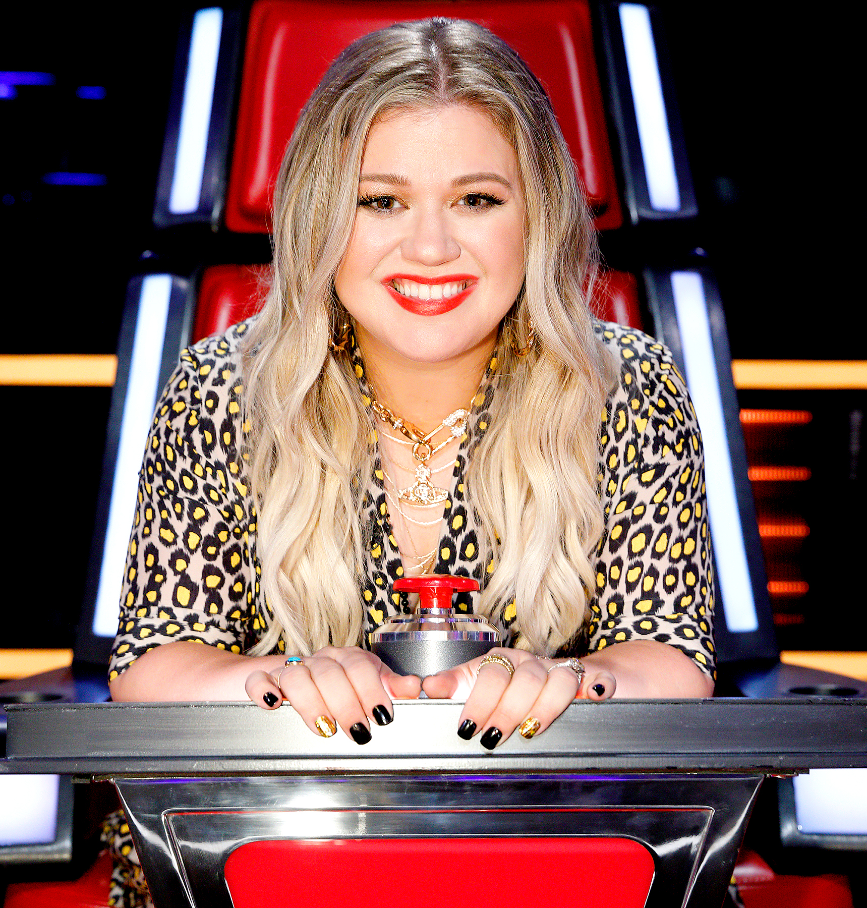 Kelly Clarkson admits raising kids as 'challenging'