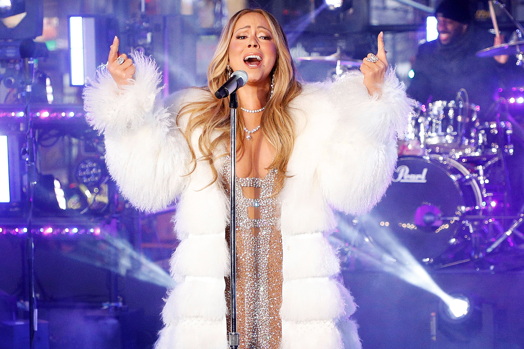 Mariah Carey Nails NYE Do-Over, But Really Wanted Some Hot Tea!