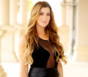 Siggy-Flicker-leaves-housewives