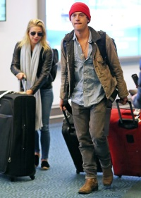 Cole Sprouse Lili Reinhart Land In Vancouver After Hawaii