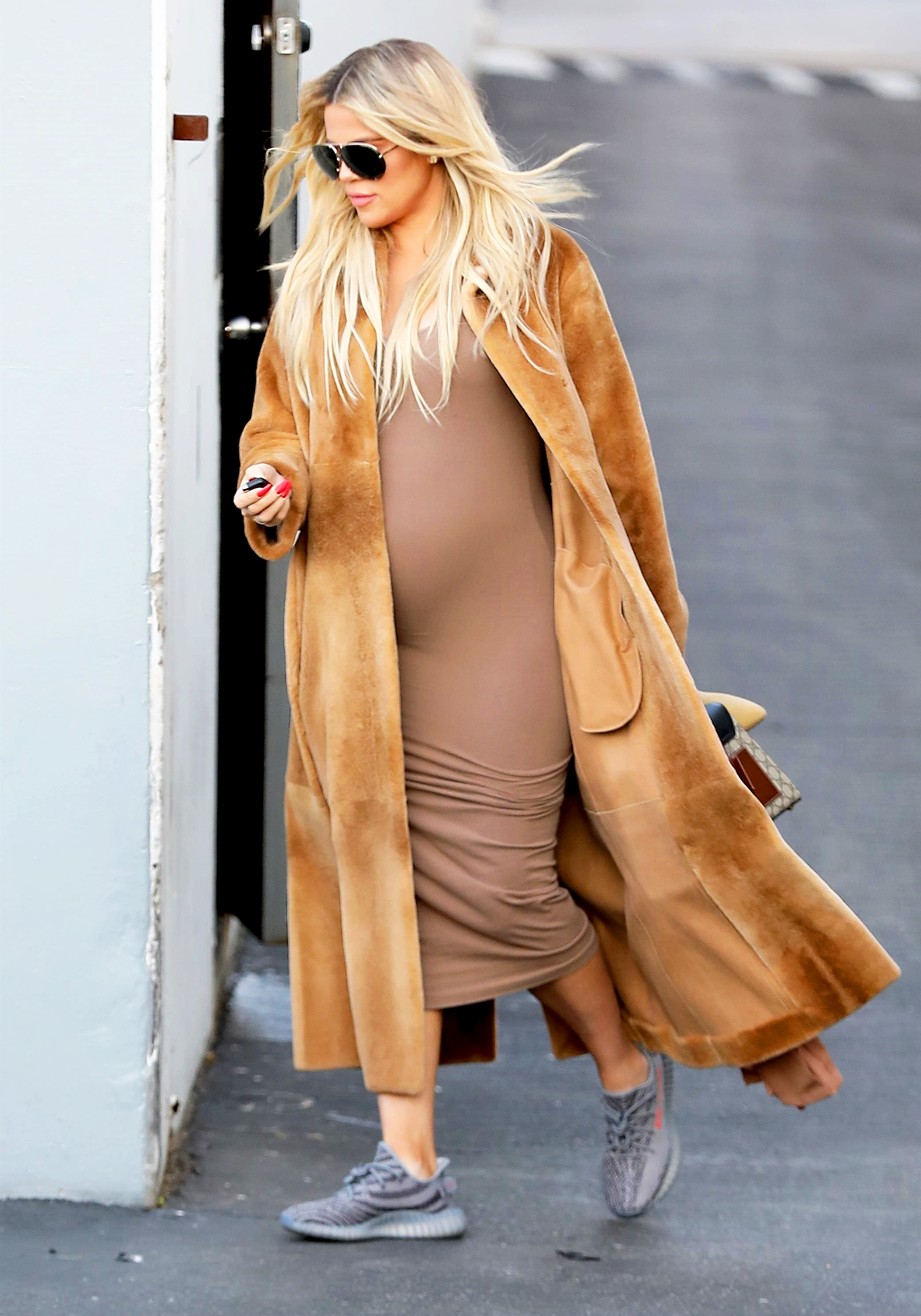 dde73a363fa64 Khloe Kardashian's Maternity Style: Her Best Pregnancy Outfits