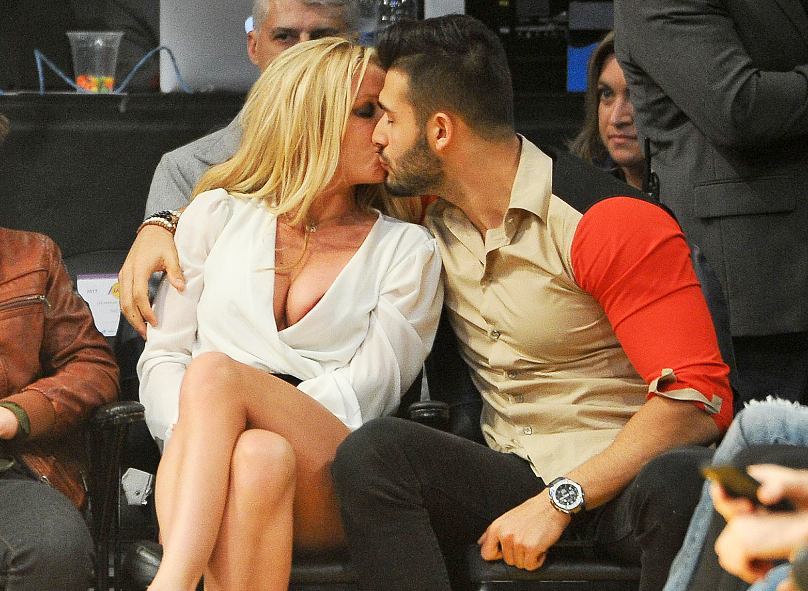 Britney Spears Sam Asghari kissing