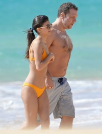 Dane Cook, Kelsi Taylor, Beach, Hawaii