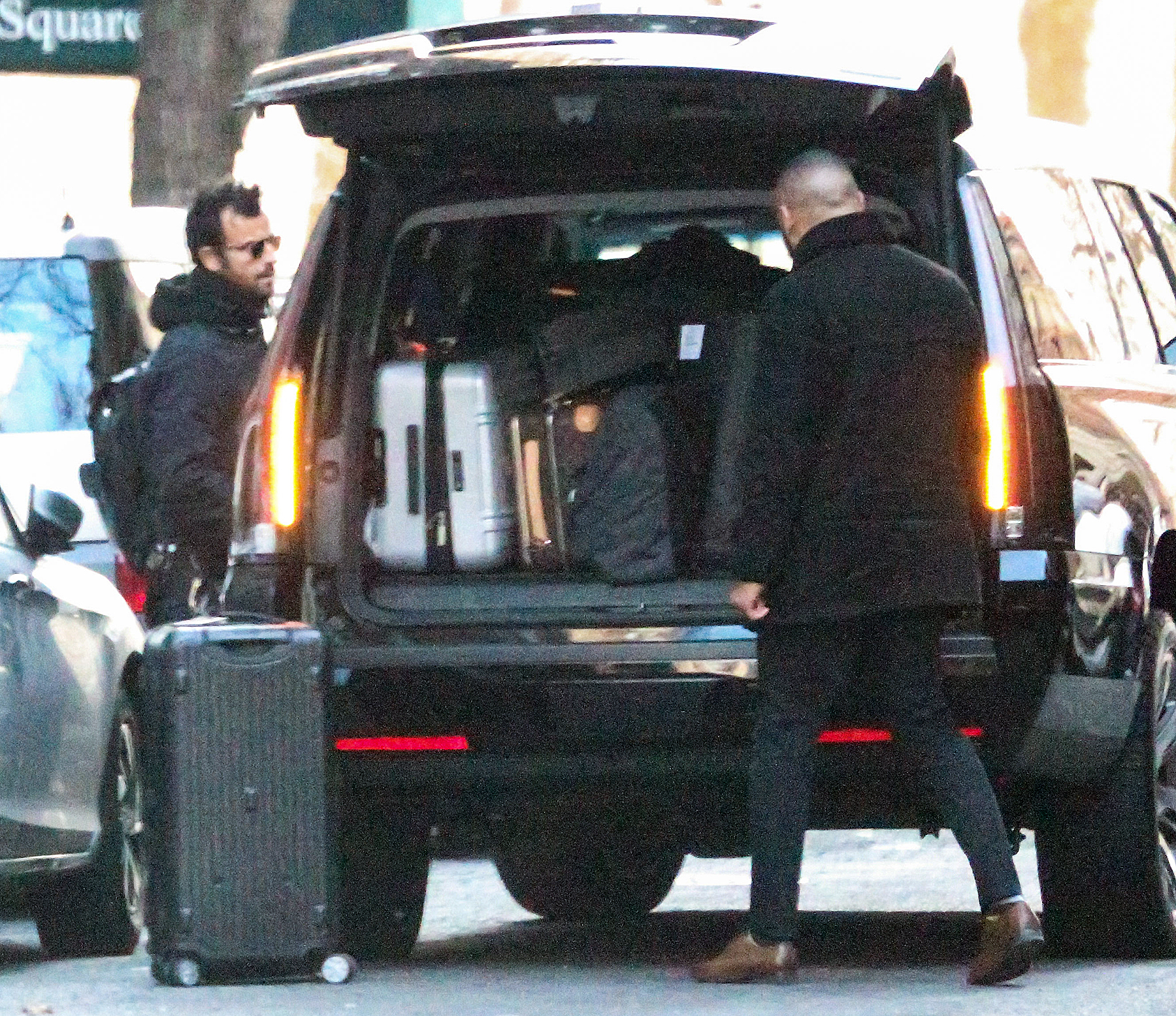 Justin Theroux luggage Valentine's Day