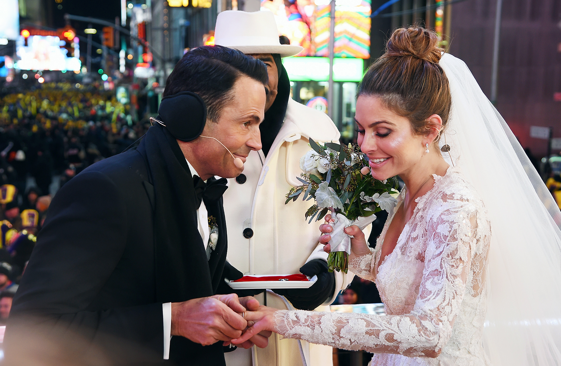 Wedding in exchange: actors and roles in the film