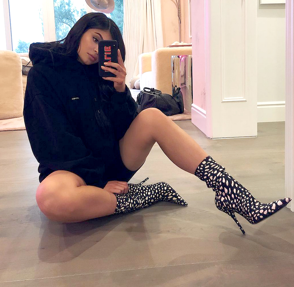 0822e4f1c1 Kylie Jenner Street Style After Stormi Birth: Best Outfits