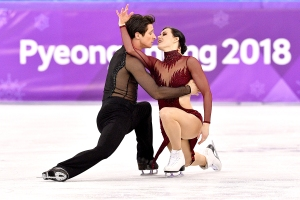 Tessa-Virtue-and-Scott-Moir-skate