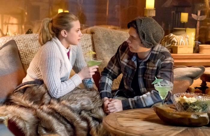betty-and-jughead-riverdale