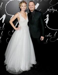 Jennifer-Lawrence-and-Darren-Aronofsky-split