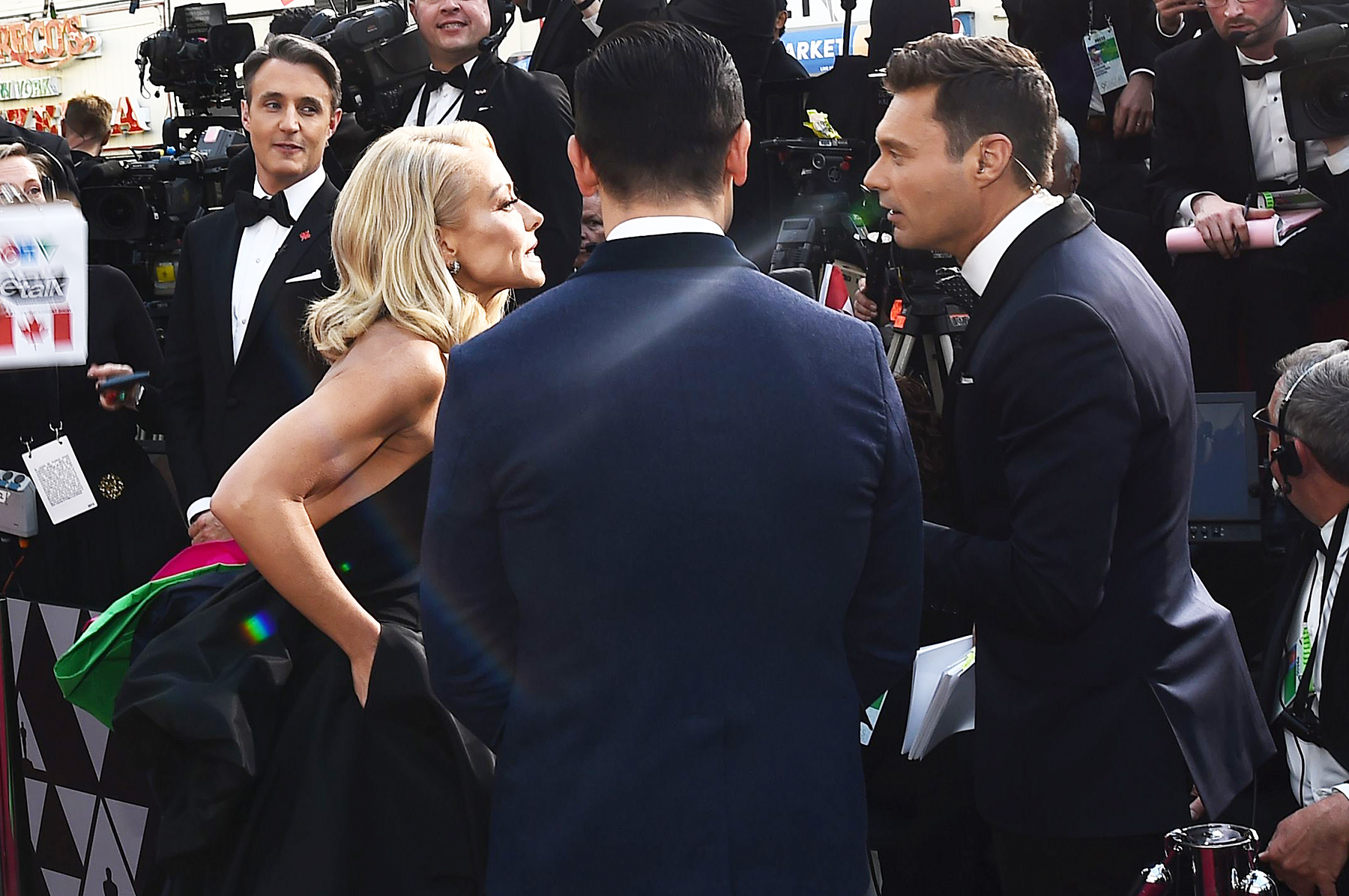 Kelly Ripa Supports Ryan Seacrest on Oscars 2018 Red Carpet