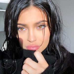 Kylie Jenner Shows Off Post-Baby Body in Hot Tub: Pic