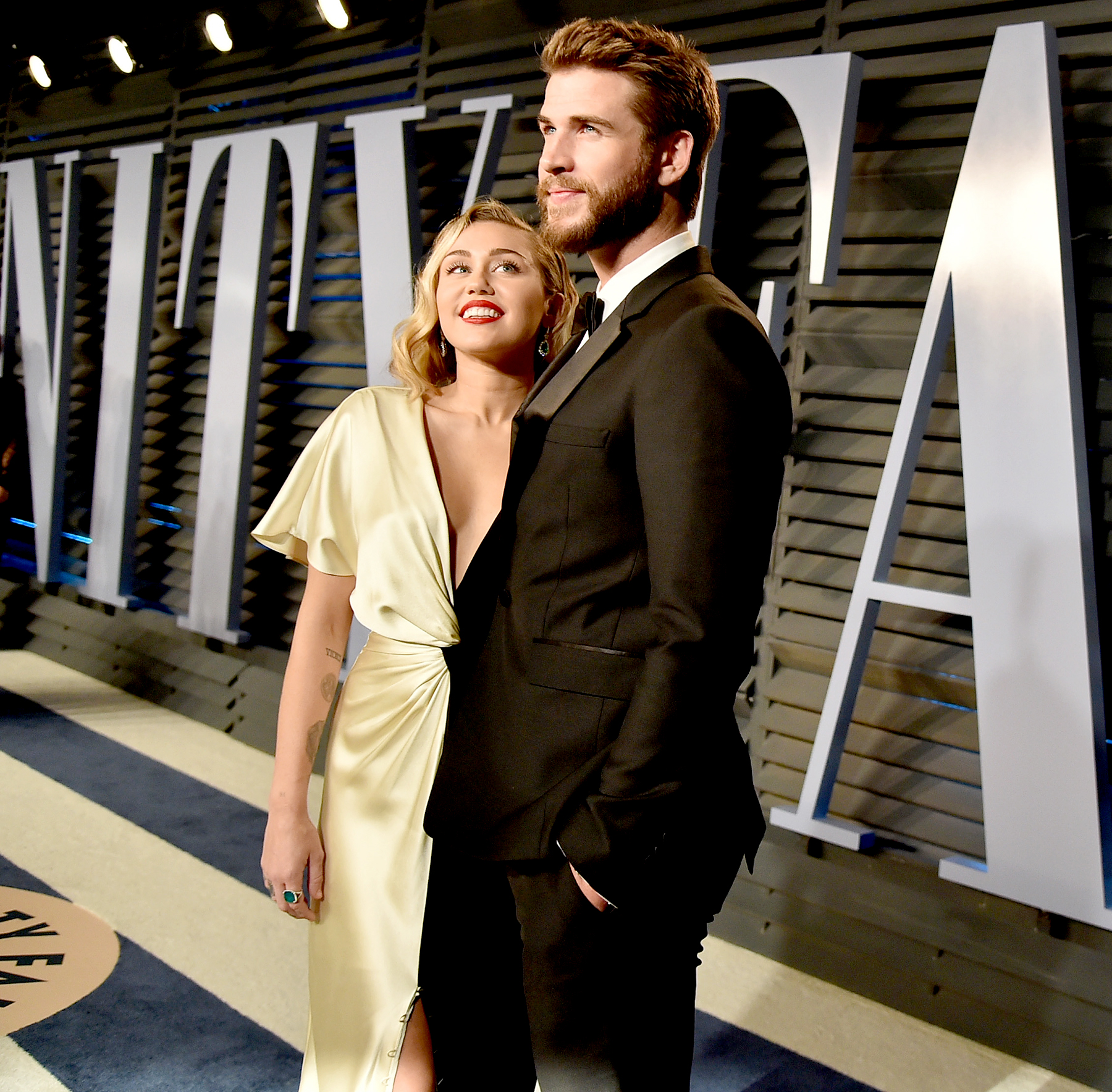 Miley Cyrus Liam Hemsworth Have Date Night At Oscars Parties Pics