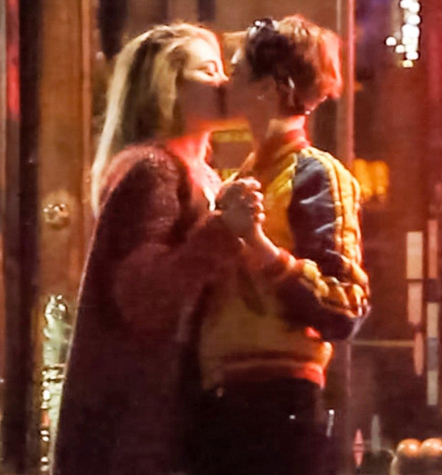Cara Delevingne Paris Jackson kissing