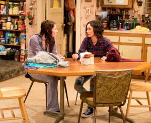 Emma Kenney and Sara Gilbert on 'Roseanne'