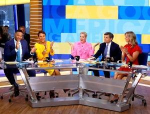 Michael Strahan, Robin Roberts, Ali Wentworth, George Stephanopoulos and Lara Spencer on 'Good Morning America'
