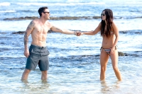Brian-Austin-Green-and-Meghan-Fox-beach-bikini-Hawaii