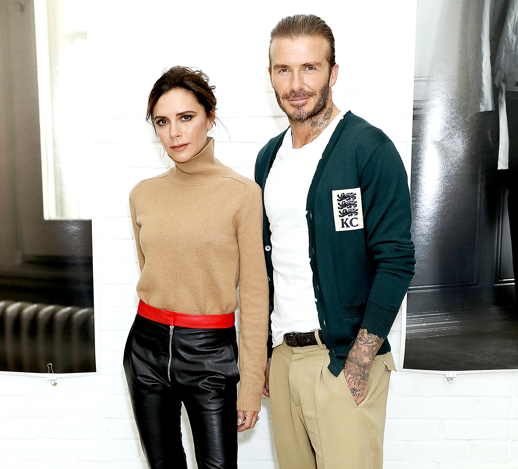 Victoria Beckham Just Invented a Strange New Way to Carry a Handbag Victoria Beckham Just Invented a Strange New Way to Carry a Handbag new foto