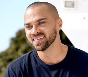 Jesse Williams Reacts to Girl's Prom Date Tweet