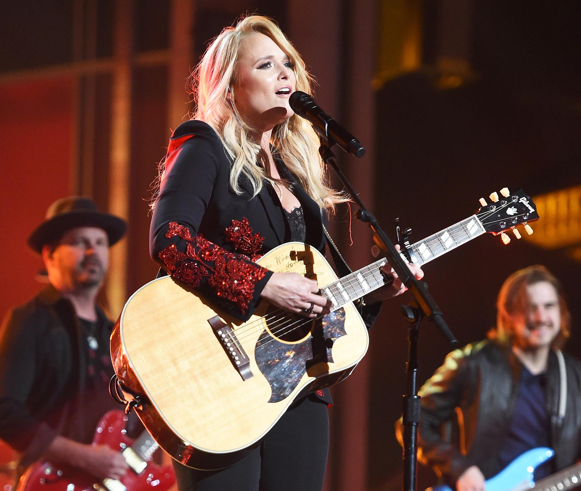 Miranda Lambert Broken Heart ACM Awards