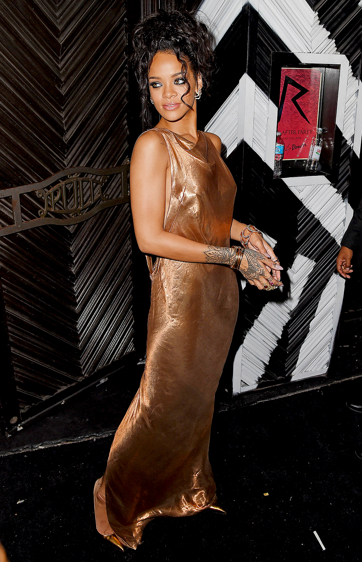 Up-&-Down-2014-Rihanna - Rihanna let loose at her bash with the likes of Nicole Richie , Andy Cohen , Kristen Wiig and Anne Hathaway .