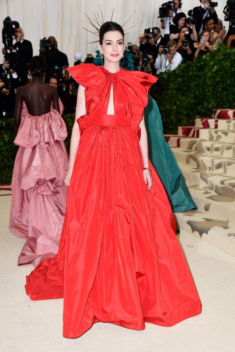 Anne Hathaway met 18