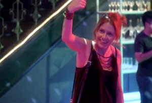 Jenna Fischer Attempts to Dance on 'Splitting Up Together'