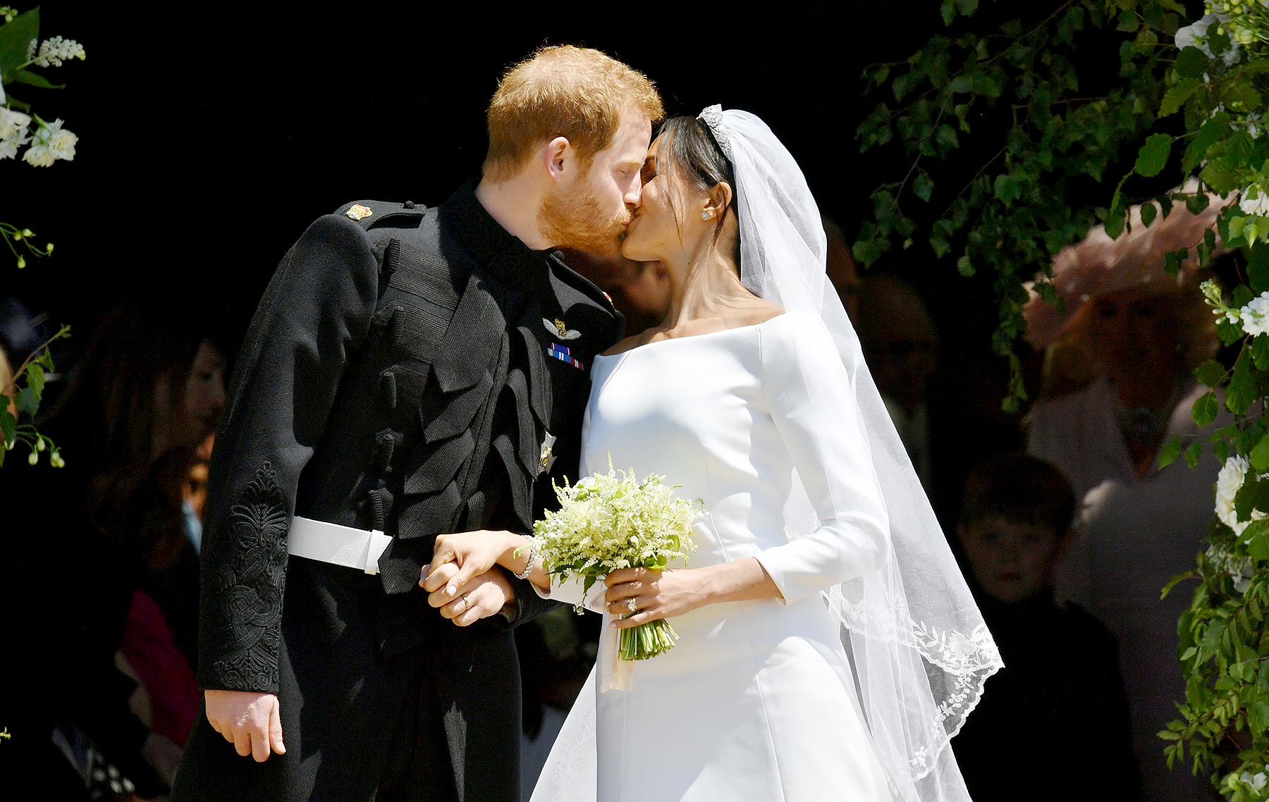 prince-harry-meghan-markle-wedding-kiss